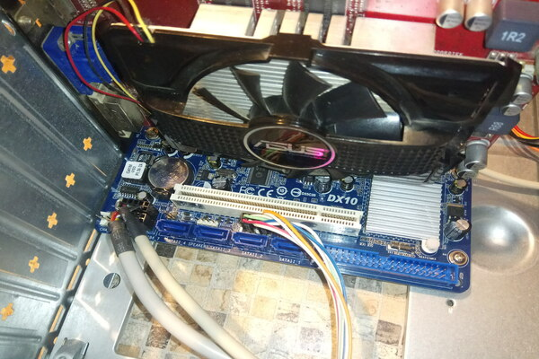 Видеокарта ASUS DDR 3 на 1 Gb с материнской платой