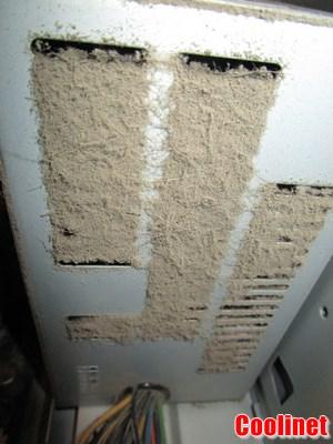 Блок питаня с загрязнениями на радиаторной решетке