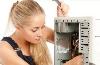 Девушка собирает компьютер видео